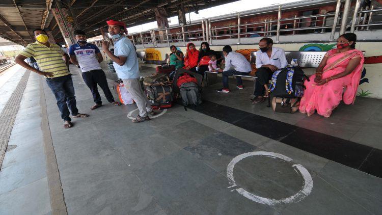 کورونا کی لہر:مزدور طبقہ کی دہلی سے وطن واپسی