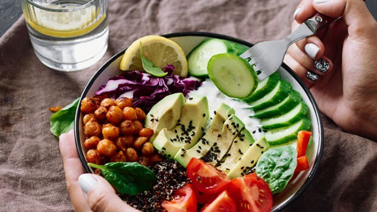 صحت مند   زندگی  کے لیے اعتدال کے ساتھ ہر قسم کی غذاؤں کا استعمال  ضروری اور کار آمد عمل ہے