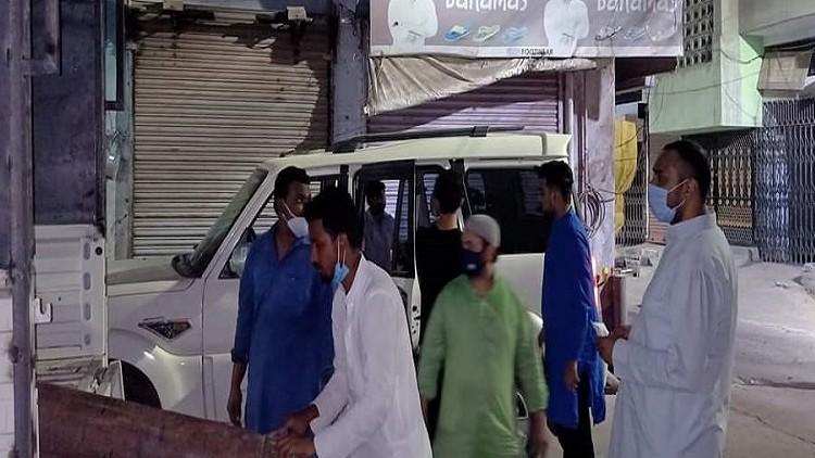 گیا ضلع کے کچھ مخلص نوجوان مسلمان آکسیجن سلنڈر مفت مہیا کرکے متاثرہ لوگوں کی مدد کے لئے آگے آئے ہیں