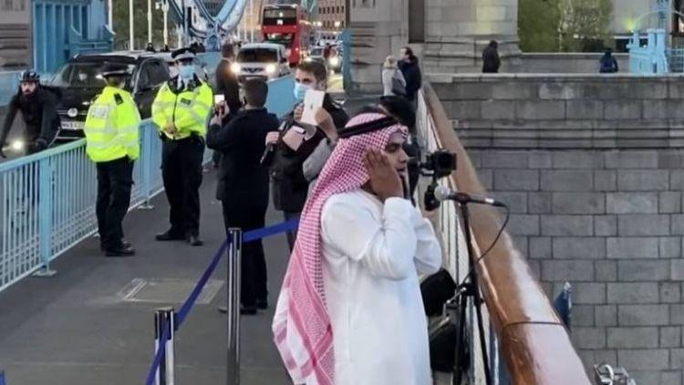 ٹاوربرج پراذان دیتے ہوئے قاضی شفیق الرحمان