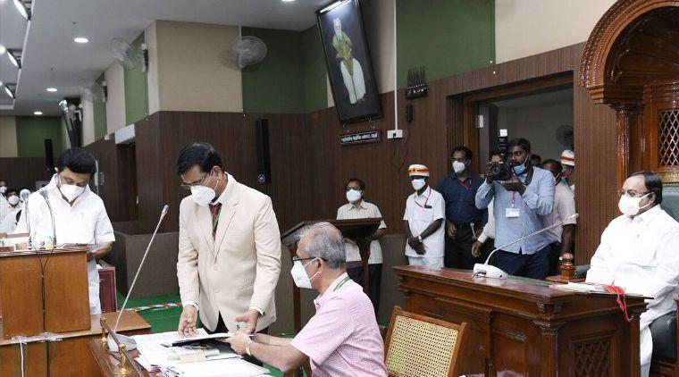 منگل کے روز وزیر اعلی ایم کے اسٹالن سمیت نومنتخب اراکین نے قانون ساز اسمبلی کی رکنیت کا حلف لیا