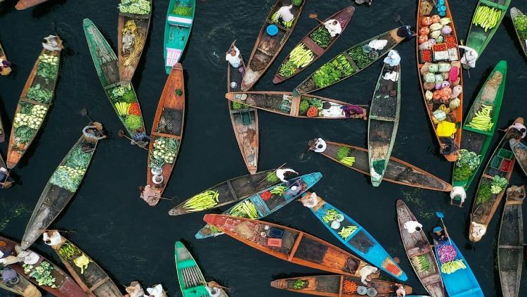 ڈل لیک کی تیرتی مارکیٹ