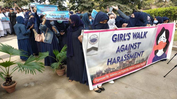 طالبات کا مظاہرہ