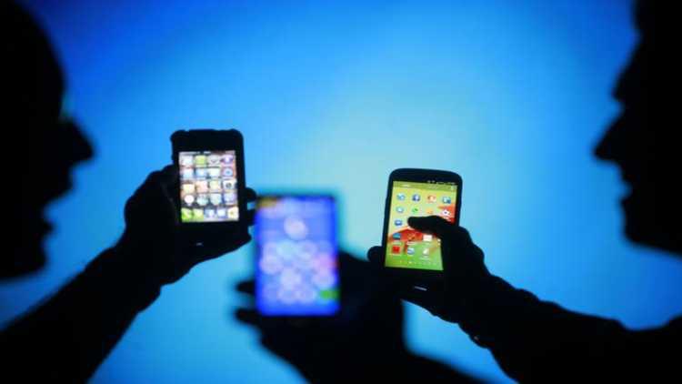 پاکستان:موبائل پر 5 منٹ سے زیادہ بات کی تو دینا ہوگا ٹیکس