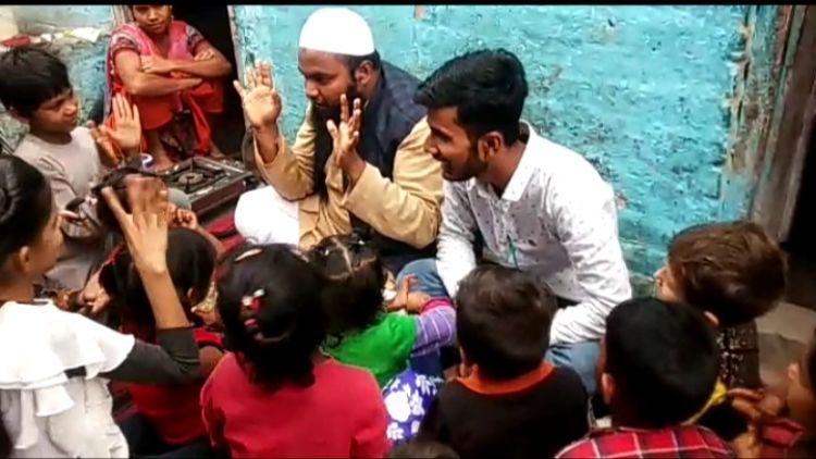 ابوالحسن بچوں کے ساتھ