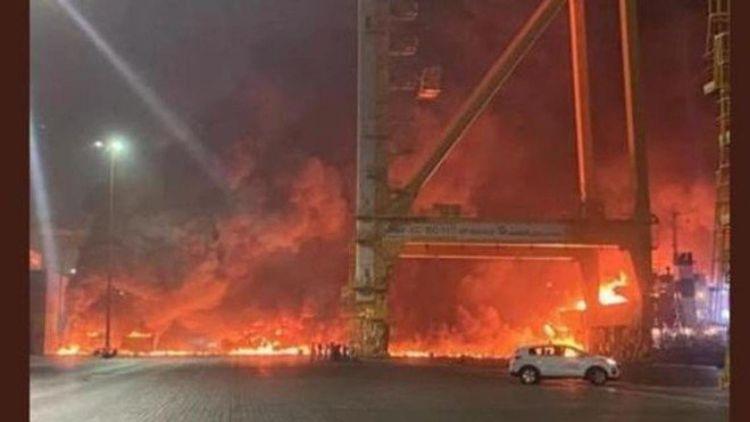 پورٹ میں آتشزدگی
