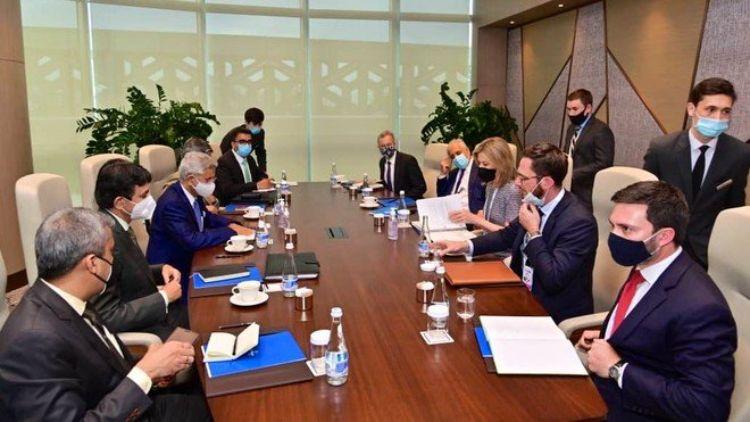 میٹنگ کا منظر