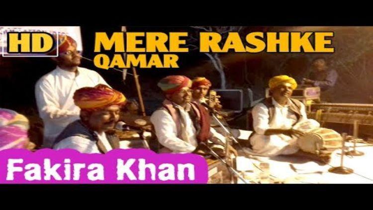 فقیرا خان اپنی موسیقی پیش کرتے ہوئے