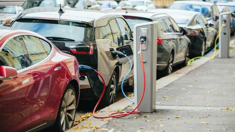 امریکہ:پچاس فیصدتک الیکٹرک گاڑیاں متعارف ہونگی
