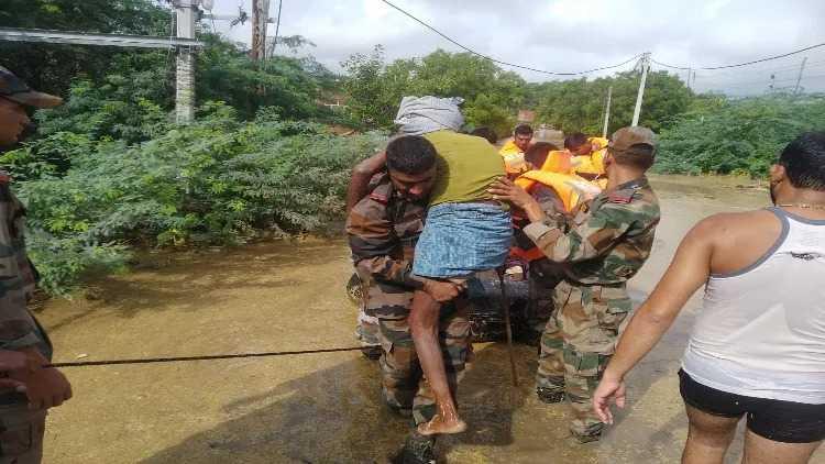 مدھیہ پردیش:سیلاب متاثرہ علاقوں میں فوج کے جوان سرگرم