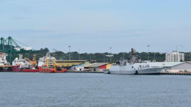 ہندوستانی بحری جہاز شوالک اور کدمت باہمی تعلقات بڑھانے کیلئے برونئی پہنچے