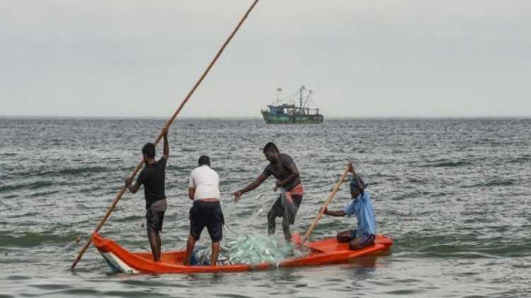 سری لنکن بحریہ نے ہندوستانی ماہی گیروں پر پتھراؤ کیا