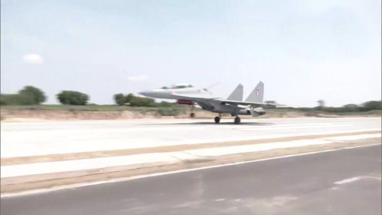 باڑمیر: ملک کی پہلی ایمرجنسی ہوائی پٹی کا افتتاح