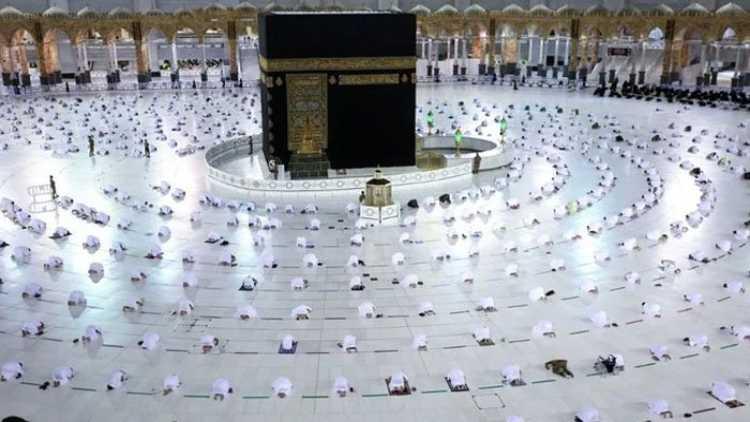 مسجدحرام میں سوشل ڈسٹنسنگ کے ساتھ نمازکامنظر
