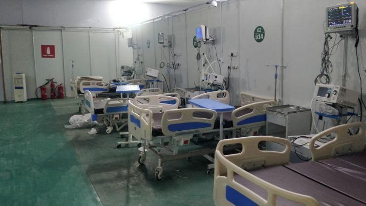 کورونا کی سنگین صور تحال کے پیش نظر متعدد عارضی اسپتال بھی بناے گیۓ ہیں