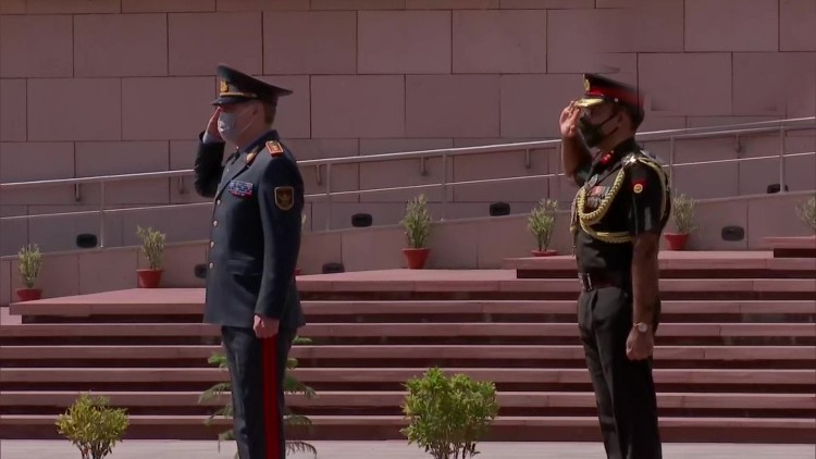 قزاقستان کے وزیر دفاع لیفٹیننٹ جنرل نورلن یرمیک بیوف
