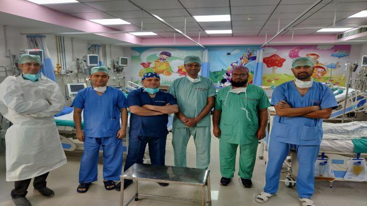 سپر اسپیشل سرجنوں کی پانچ رکنی ٹیم