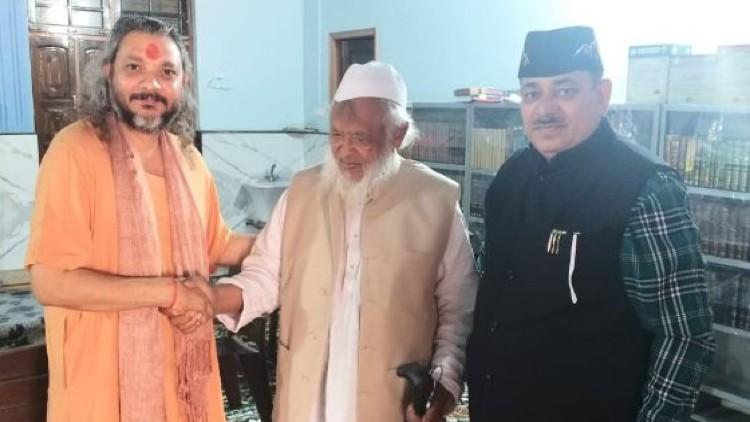 مولانا سید ارشد مدنی کے ساتھ آچاریہ وشنو ونودم مہاراج