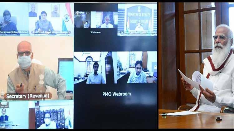 نریندر مودی وزیروں اور عہدیداروں کے ساتھ ویڈیو کانفرنسنگ کرتے ہوئے