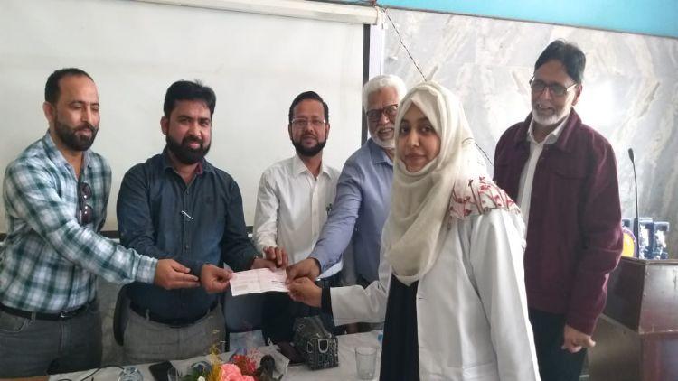 تقریب میں نمایاں کام انجام دینے والے طلباء کو انعامات سے بھی سرفراز کیا گیا